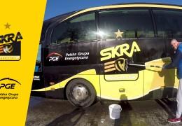 #KołoFortunyPGESkry: Milan Katić myje autobus PGE Skry!